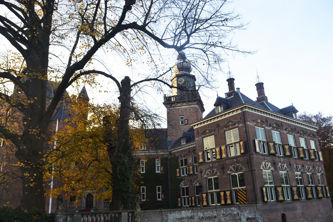 The Netherlands has beautiful castles only a day trip from Amsterdam/Utrecht. Read about 4 Dutch castles perfect for European castle lovers traveling in Europe!