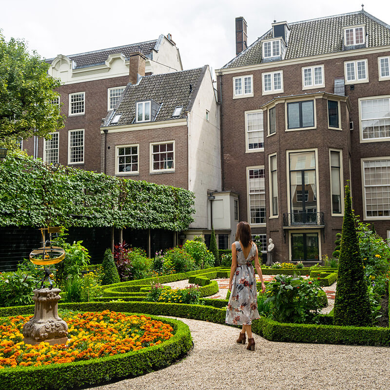 Girl in Museum Willet-Holthuysen, one of the most beautiful places to take photos in Amsterdam. #Amsterdam #Netherlands #travel #Nederland