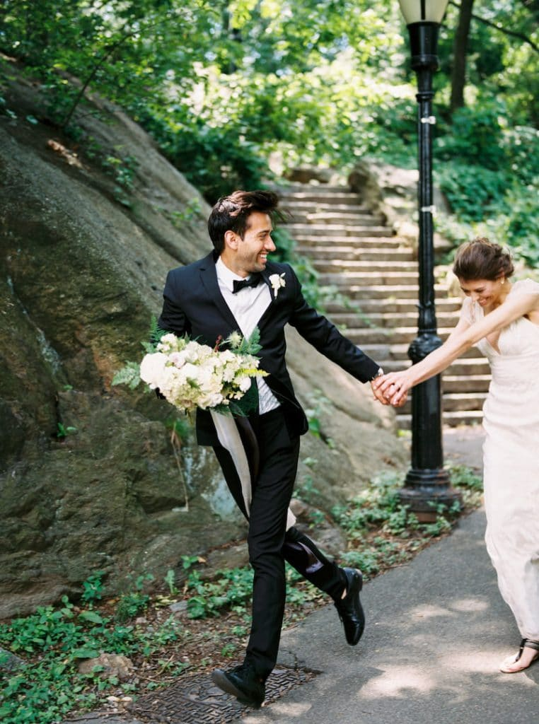 Photo of a couple eloping in New York. Find more inspiration for your elopement pictures.