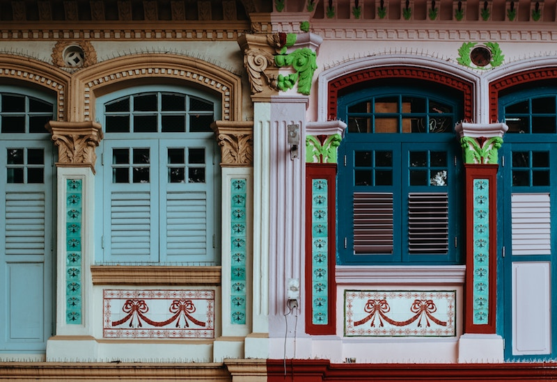 Architecture in Chinatown in Singapore. Find out more about the areas for the best cheap hotels in Singapore!