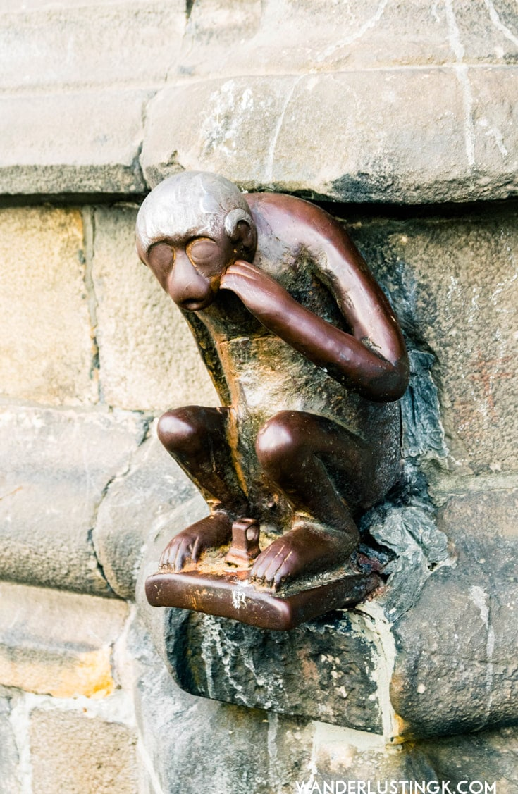 Guardmonkey in Mons. Find out about the cultural traditions of Wallonia!
