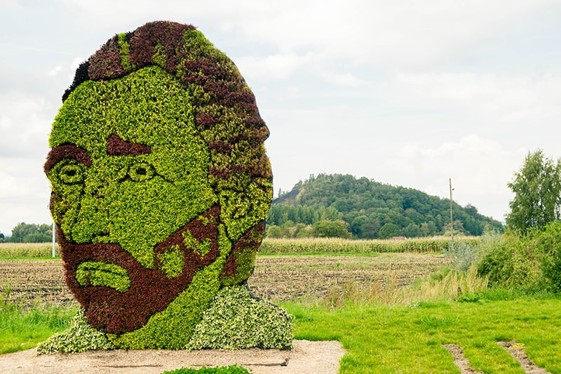 Van Gogh plant in the Borinage with an excess mountain behind. Find out about where Vincent Van Gogh lived in Belgium!