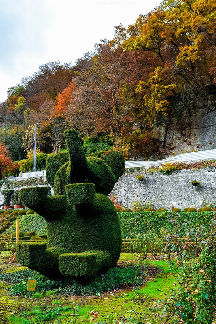 Topiary sculpture in Durbuy Belgium, the world's largest topiary garden. Discover the quirkiest thing to do in Durbuy!