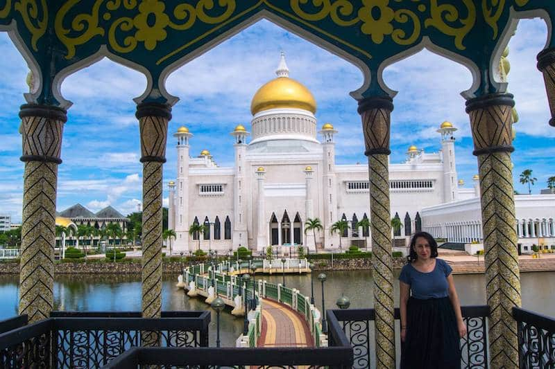 Photo of female traveler in Brunei. Read what to wear in Brunei for woman with appropriate clothing for Muslim countries for female travelers.