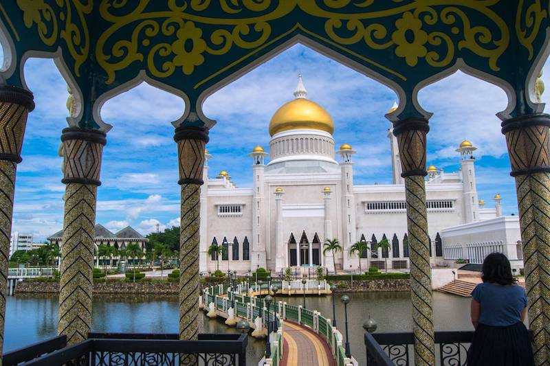 Girl by Sultan Omar Ali Saifuddin Mosque, one of Brunei's most beautiful mosques. Read about why you should visit this beautiful mosque in Brunei!