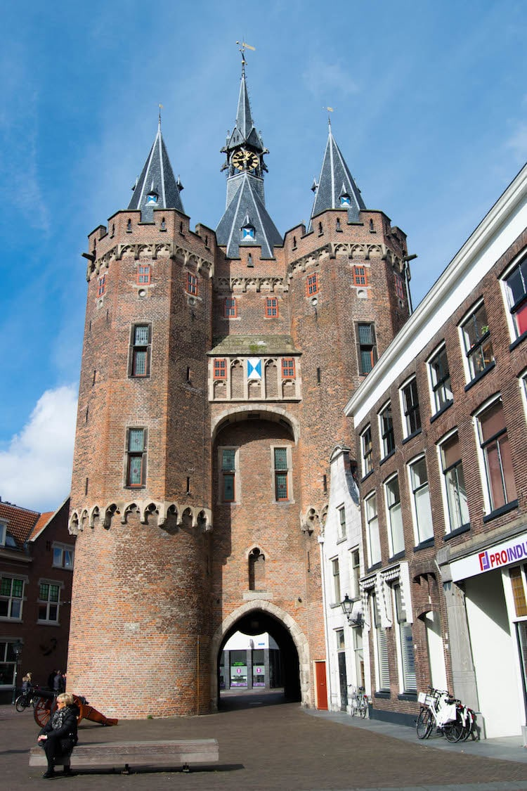 Photo of Sassenpoort gate in Zwolle, the Netherlands. This rijksmonument is one of the best things to see in Zwolle. #Zwolle #Netherlands #Nederland