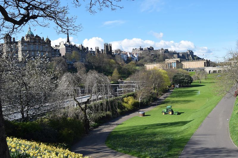 Edinburgh Scotland. Trying to travel with your parents? Trips for surviving family vacations with your parents!