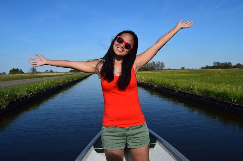 Girl on boat in Giethoorn. Read tips for the best things in Giethoorn in this complete Giethoorn Netherlands travel guide! #Giethoorn #travel