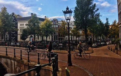 20 tips on how to survive biking in Amsterdam by a resident