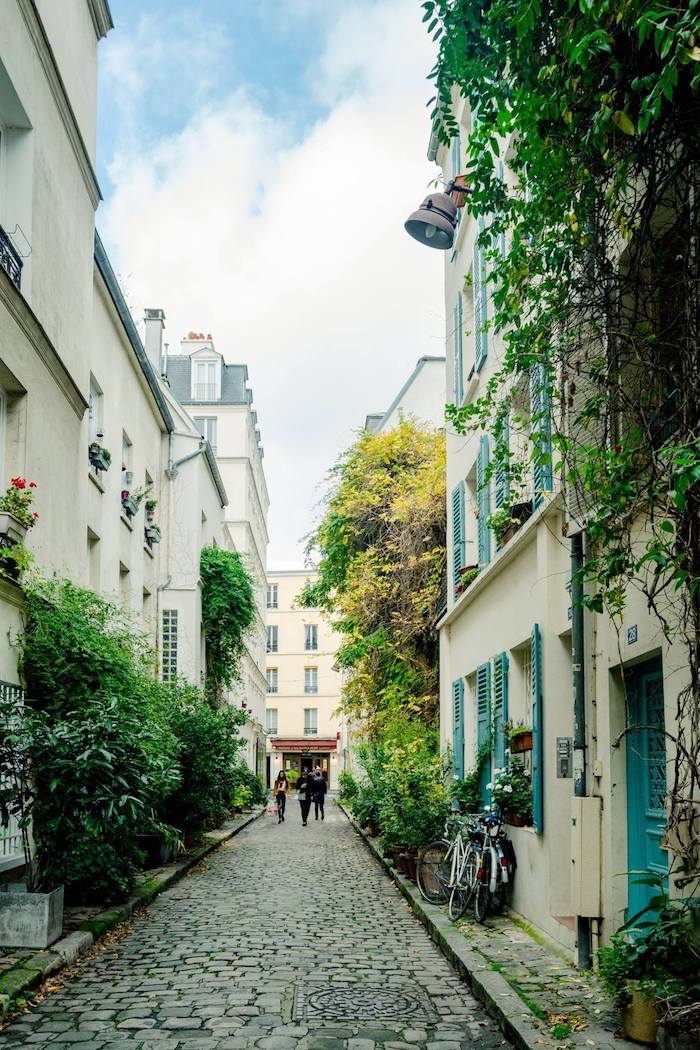 Secret street in Paris: Rue des Thermopyles. This street in the 14th arrondissement is one of the best Paris secrets! #paris #france #travel