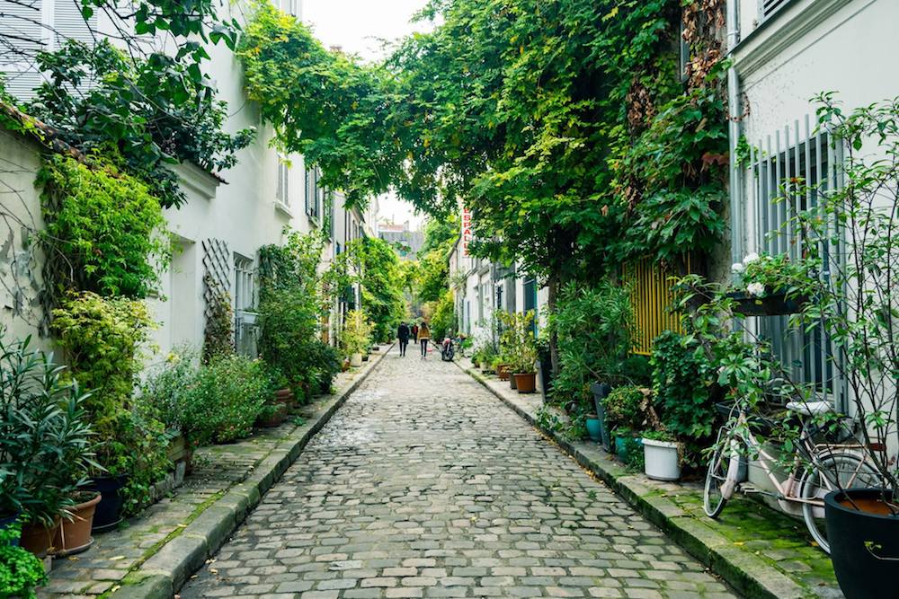 Rue des Thermopyles, one of the most beautiful streets of Paris. Read about the best secret streets in the 14th arrondissement of Paris! #Paris #France #travel