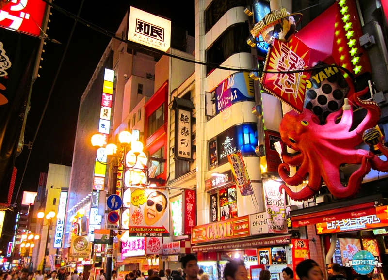 Dotonbori district in Osaka by night. Read an Osaka travel guide covering the best things to do in Osaka and food to eat in Osaka Japan! #travel #japan