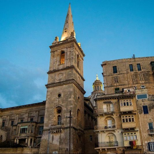 Valletta in Malta, one of the cities to visit in Malta. Read tips on the best things what to do in Malta during four days in Malta without a car! #travel #malta #europe #Valletta