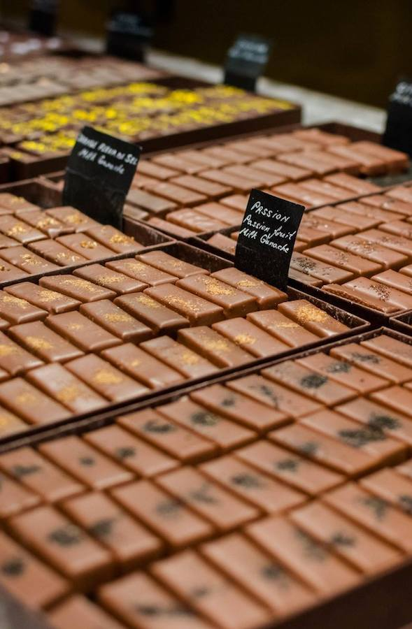 Chocolate in Brussels, Belgium. Add eating chocolates in Brussels to your European bucket list! #travel #chocolate #brussels #belgium