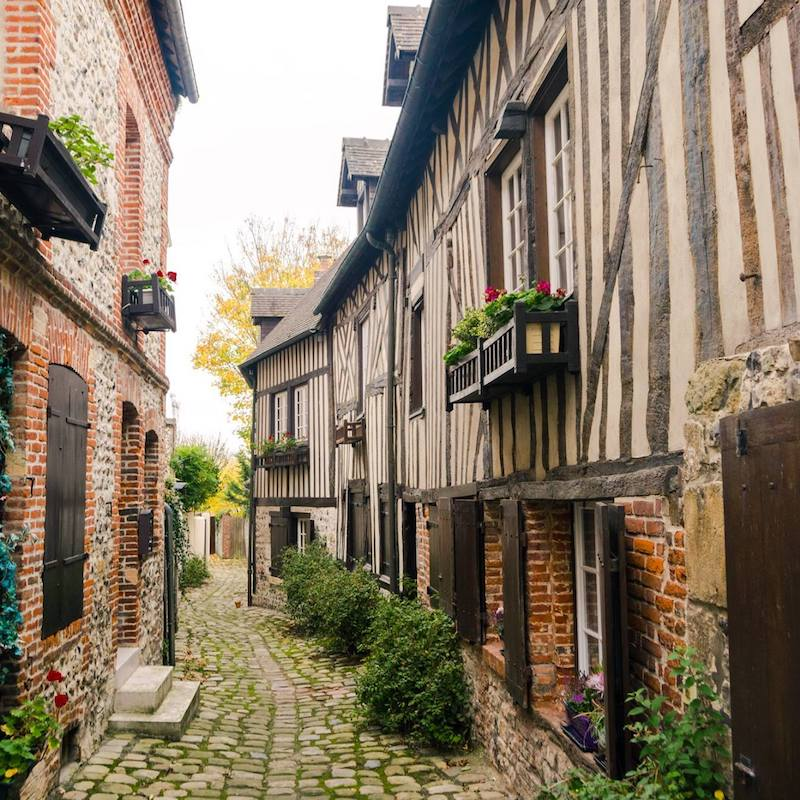Beautiful alleyway in Honfleur, one of the most beautiful cities in Normandy. Read what you must include in your Normandy itinerary #travel #normandy #honfleur