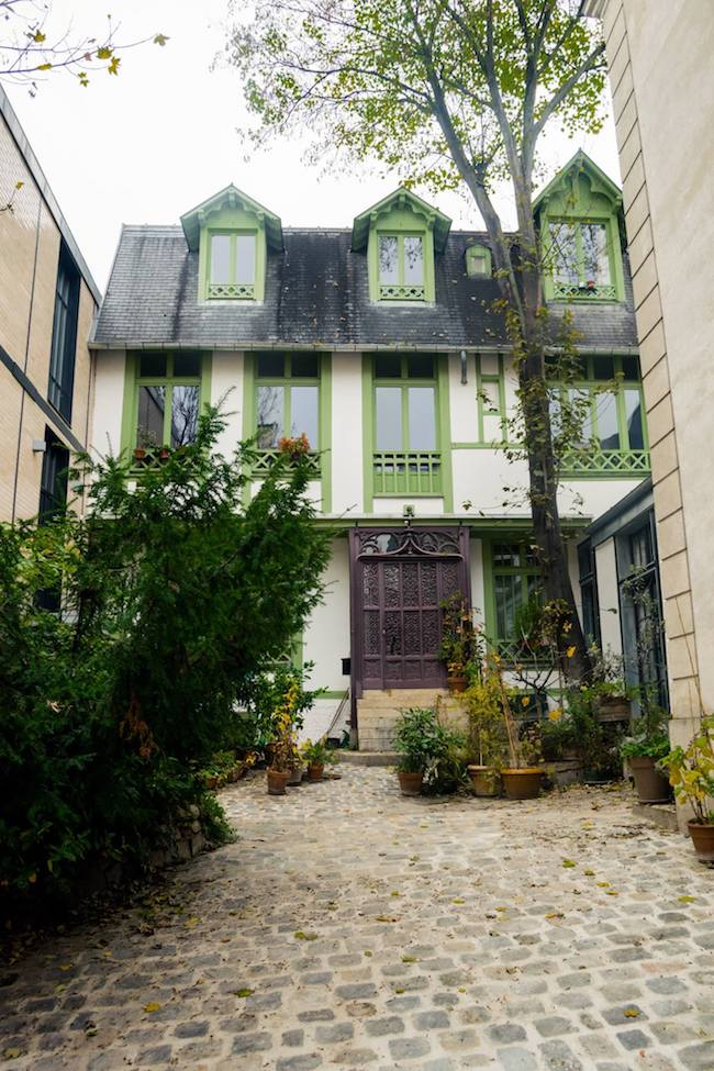 Cité Véron, one of the secret villages in Montmartre, one of the districts of Paris. Follow this walking tour to see a secret side to Paris! #Paris #travel #France #Montmartre