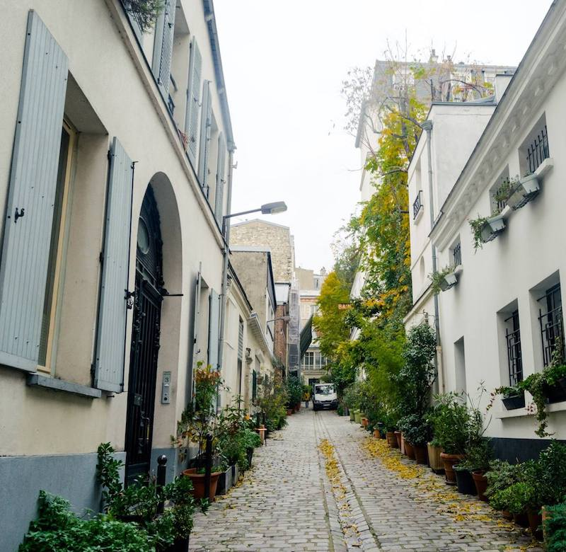 Cité du Midi, one of the secret villages of Paris. Follow this walking tour of Paris to find this off the beaten path village in Montmartre/Pigalle. #travel #paris #france