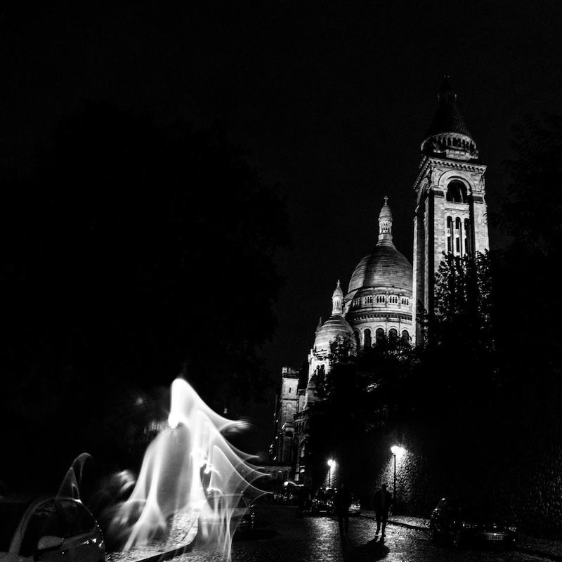 Sacre Coeur at night from the best viewpoint in Montmartre for the Sacre Coeur. Get your free self-guided walking tour of Montmartre. #travel #Paris #SacreCoeur #montmartre #France