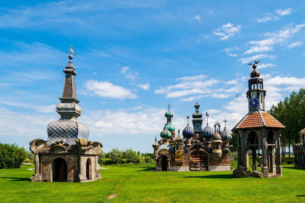 If you're looking for an off the beaten path attraction in Holland, look no further than the Nederlands Kremlin, a private sculpture garden in Holland. #travel #holland #netherlands