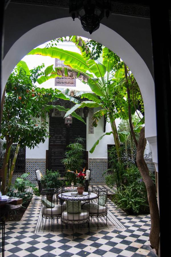 Our cheap hotel in Marrakech! Read tips on how to find cheap hotels and how to save money while booking your hotels with twenty hotel hacks #travel #hotels