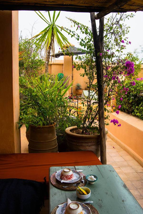 Balcony at a cheap hotel in Marrakech. Read tips on how to save money while booking your vacation, focused on how to save money while booking hotels! #travel #hotels