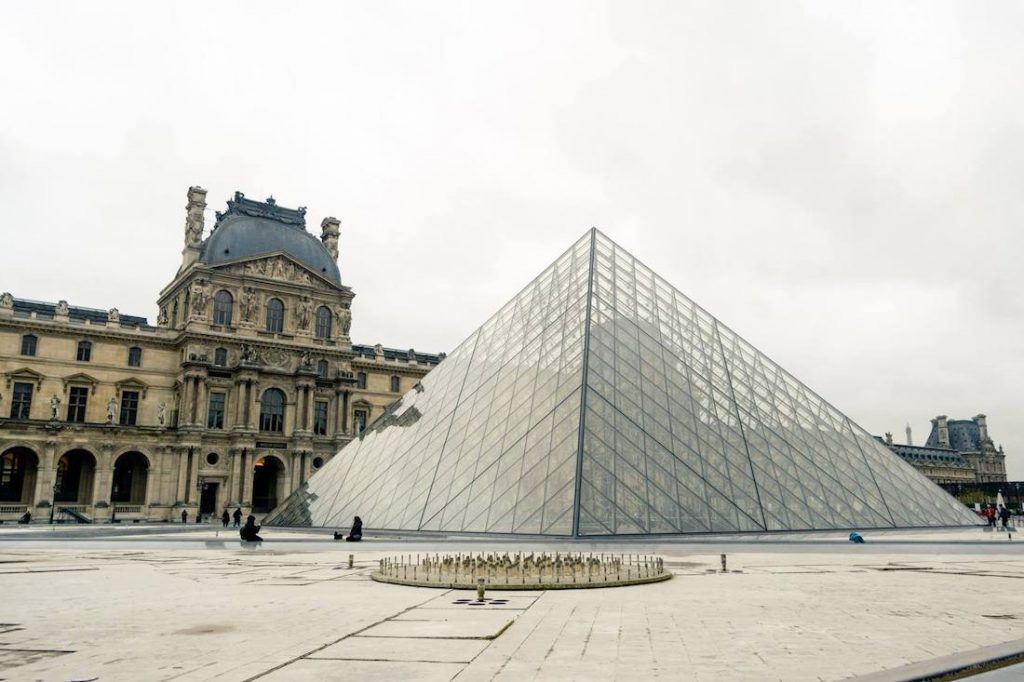 Le Louvre without the crowds. Read how to visit the Louvre without the crowds during your trip to Paris! #travel #france #paris #europe