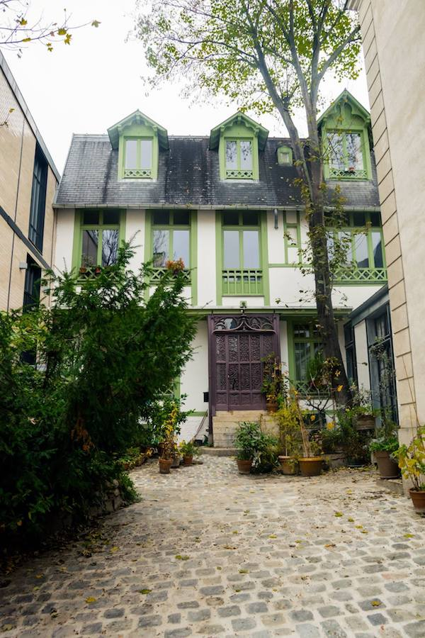 House on a hidden street in Paris. Read where to go in Paris with your perfect Paris itinerary for four days in Paris. #travel #Paris #Europe #Travel