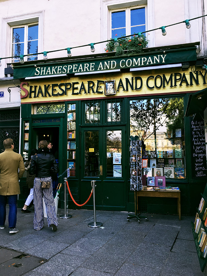 Shakespeare and Company, one of Paris' best bookstores. You must include this beautiful independent bookstore in your Paris itinerary! Read your perfect Paris guide! #travel #paris #france #europe