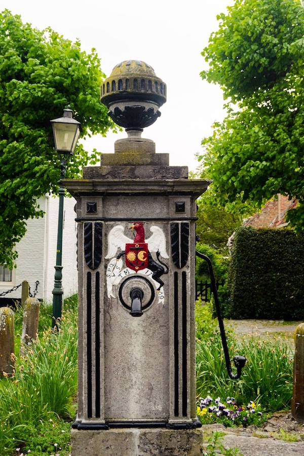 Historic water pump dating back to the 1700s in Sint Anna ter Muiden, one of the cutest dorps in the Netherlands. #travel #zeeland #netherlands