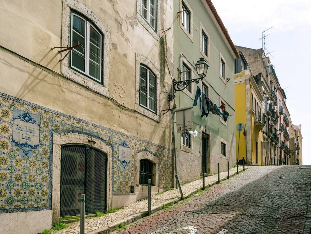 Beautiful streets of Lisbon Portugal. Read how to get a free Lisbon Layover with TAP Portugal Airlines in this review of flying with TAP Portugal. #travel #Portugal #airlines