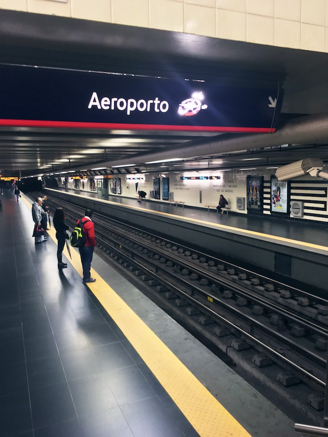 Lisbon Portugal Metro station. Read a review of flying to Europe with TAP Portugal Airlines, which has a free Lisbon Layover. #travel #Lisbon #Portugal