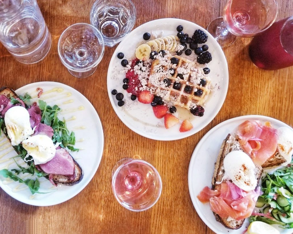 Manhattan Brunch at Citizens of Chelsea, one of the best brunch places in Manhattan. Read your insider guide to brunch in NYC written by New Yorkers. #travel #NYC #brunch #NewYorkCity #USA