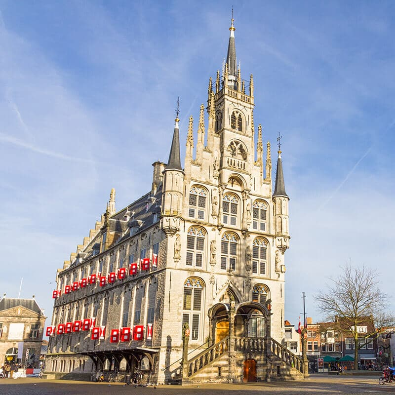 The beautiful Gouda Stadshuis, the oldest gothic city hall in the Netherlands. Do not miss this beautiful piece of Dutch architecture when visiting Holland! #travel #gouda #holland #netherlands