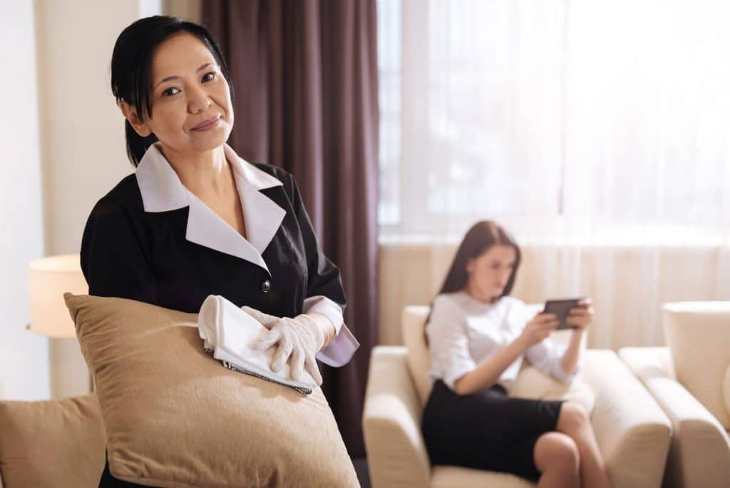 Annoyed hotel maid looking at guest staring at her phone. Read what not to do when staying at a hotel. #travel #hotels