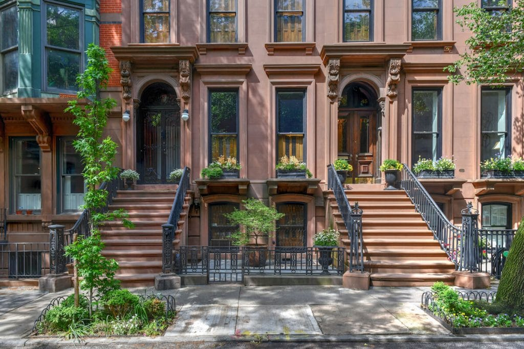 Brownstone houses in Brooklyn Heights. Read what to do in Brooklyn Heights in this insider guide to Brooklyn! #travel #NYC #Brooklyn