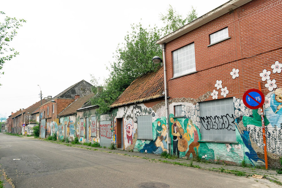 Street art in Doel, Belgium. This city in Belgium is semi-abandoned. Read what it's like to visit this Belgian ghost town. #travel #streetart #doel #belgium #abandonedplaces