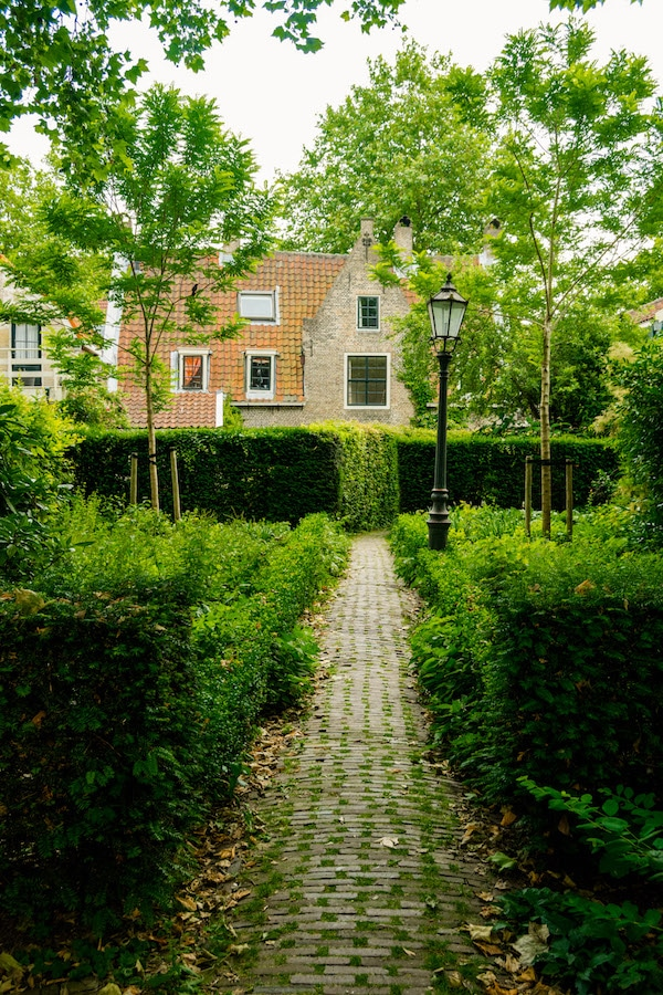 Back of the hofjes of Gouda, Holland. See the secret side to Gouda, a beautiful city to the Netherlands. #travel #gouda #netherlands #holland