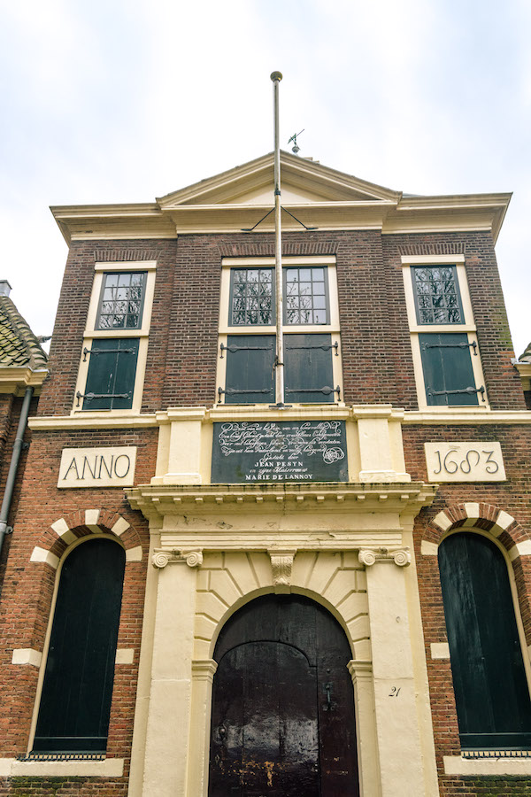 Entrance of one of the hofjes in Leiden, Jan Pesijnshof. Read about the best things to do in Leiden! #travel #holland #leiden #hofje #nederland