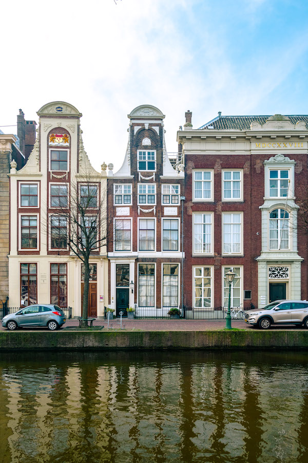 Houses on Rapenburg, the prettiest canal in Leiden. Read what to do in Leiden in this complete guide to Leiden, one of the cutest day trips from Amsterdam! #travel #netherlands #holland #Leiden #canals