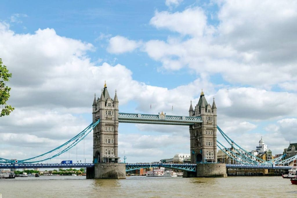 The Tower Bridge of London, London's most famous bridge that you must see while visiting London for the first time! #london #travel