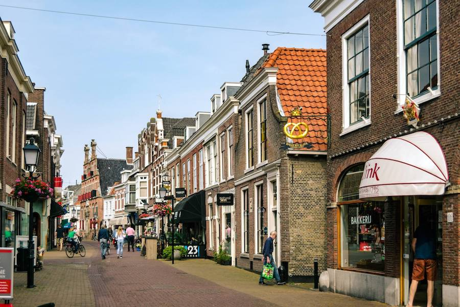 Voorburg, one of the cutest towns near the Hague that you can visit on a day trip from the Hague on bike! #travel #holland #hague #haag