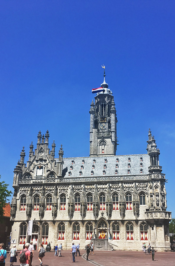 Middelburg, one of the cities that I visited with a NS discount, one of the ways to buy discount train tickets in the Netherlands. #travel #netherlands