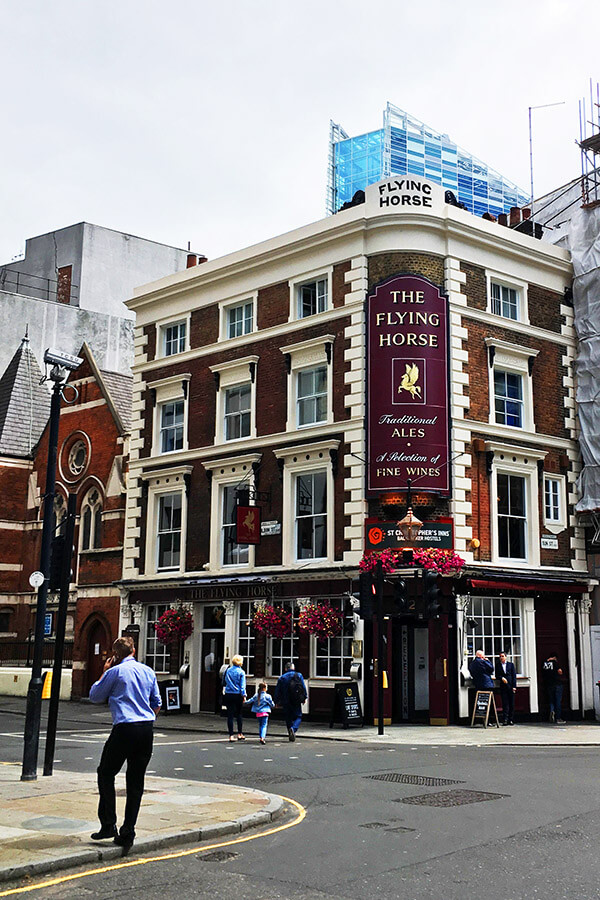 An affordable hostel/hotel in London. Read where to stay with a layover in London! #london #Uk #travel