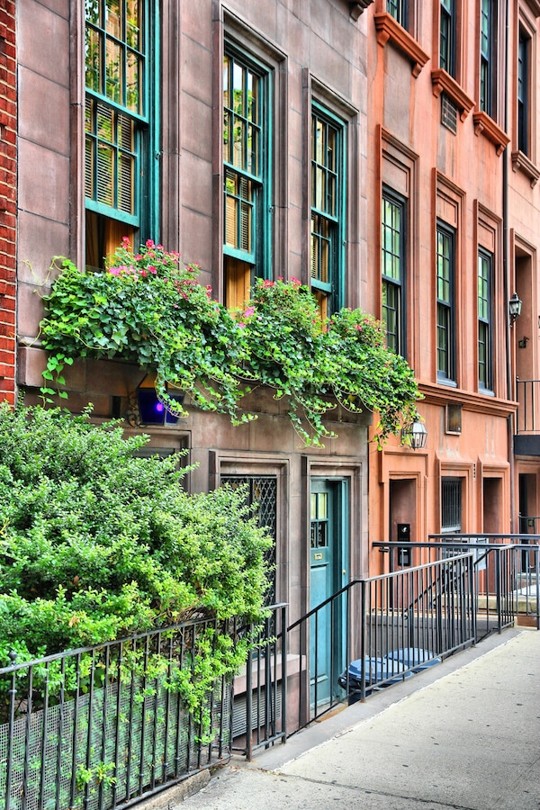 Beautiful brownstone buildings in Lenox Hill on the Upper East Side. Read more about the best things to do on the Upper East Side! #travel #NYC #NewYork