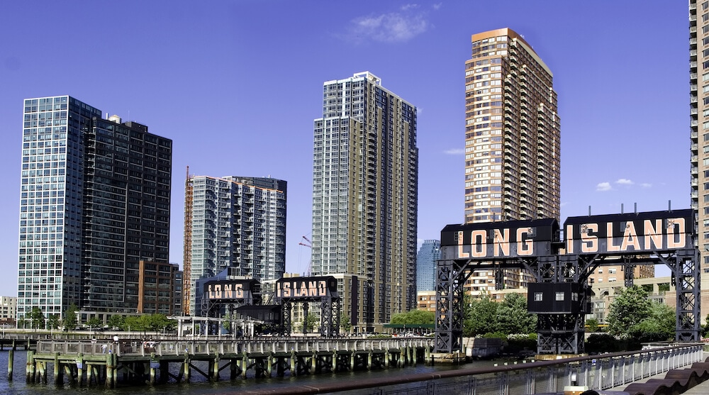Long Island City in Queens. This area is one of the best places to stay in New York on a budget. #NYC #travel