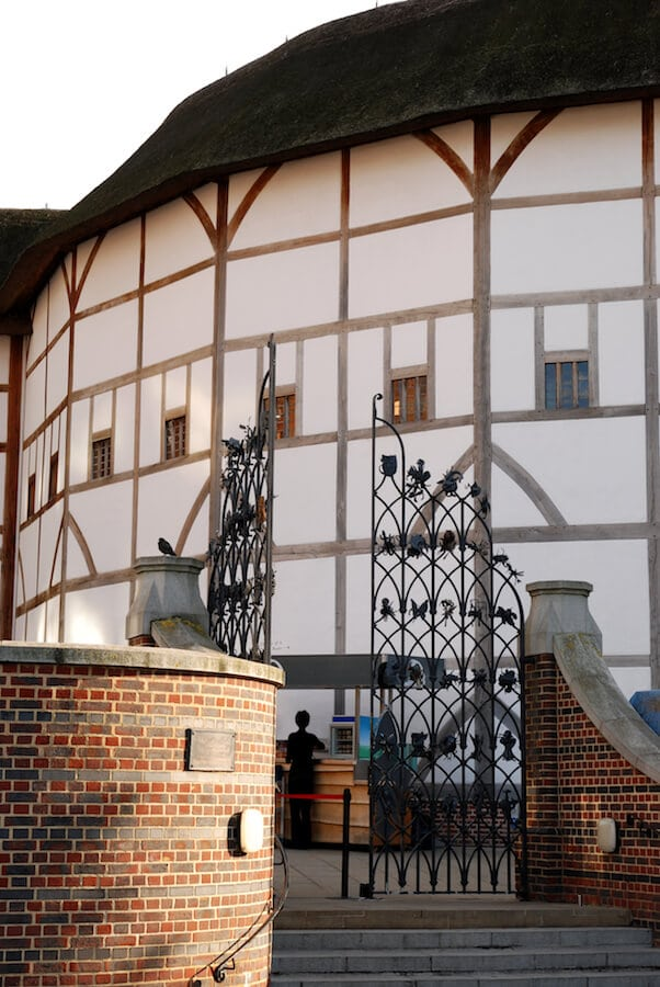 Shakespeare's Globe Theatre in London. If you're a literature lover, you must stop off at this London attraction while walking around London! #london #travel