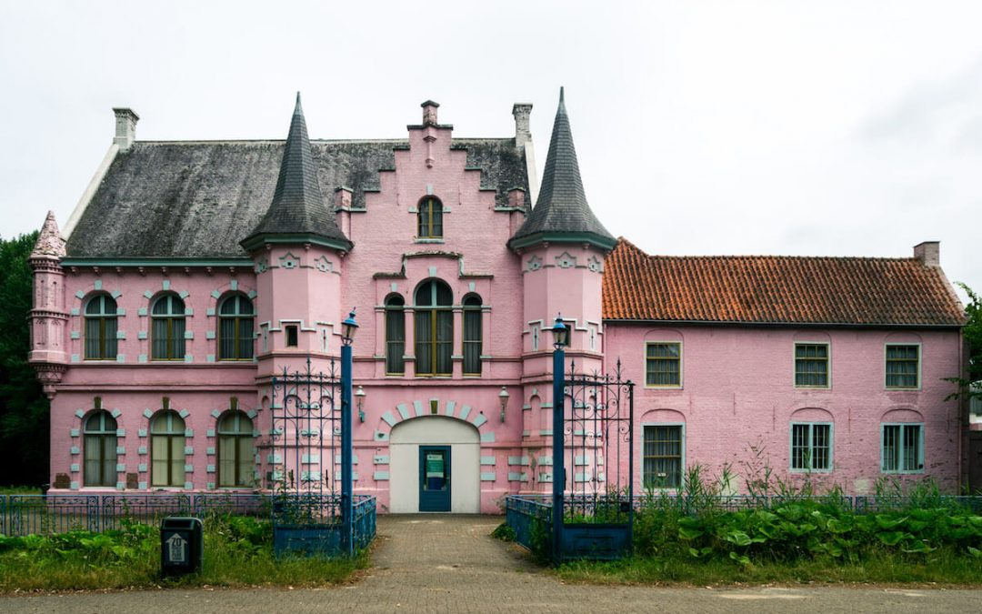 How to visit the abandoned Roze Kasteel in the Land van Ooit