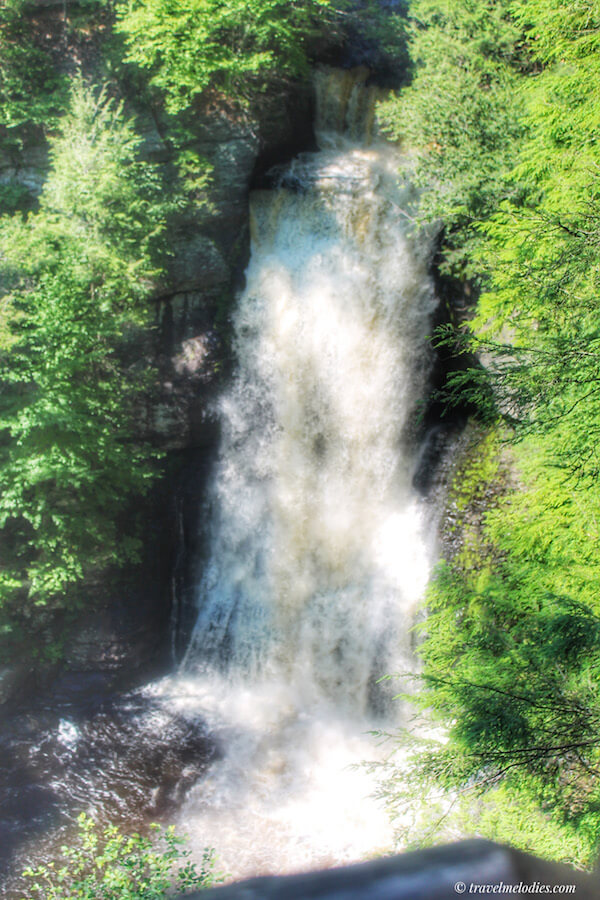 Waterfall in Poconos, one of the best day trips in Pennsylvania. #travel #Pennsylvania