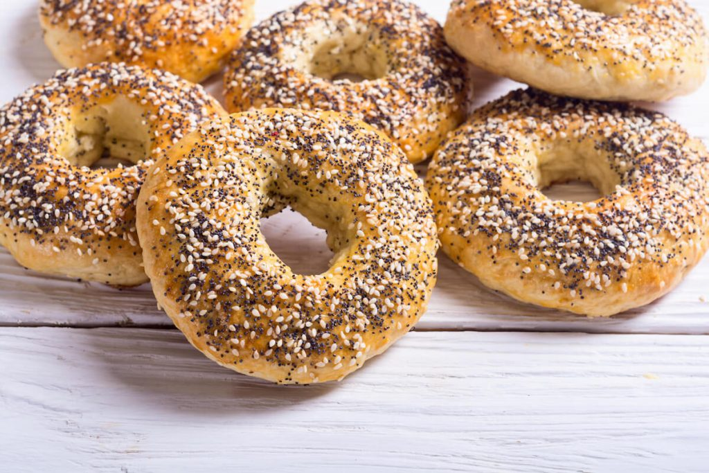 Delicious New York bagels: one of the foods that you must try in New York City!