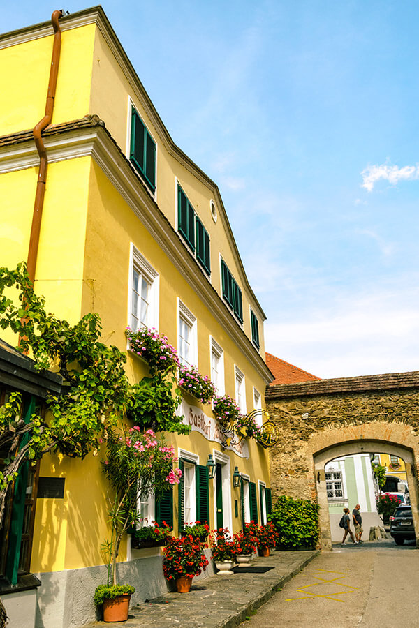 Beautiful colorful building in Dürnstein, Austria. The historic center of Dürnstein is worth enjoying on a day trip! #travel #austria #Dürnstein #europe